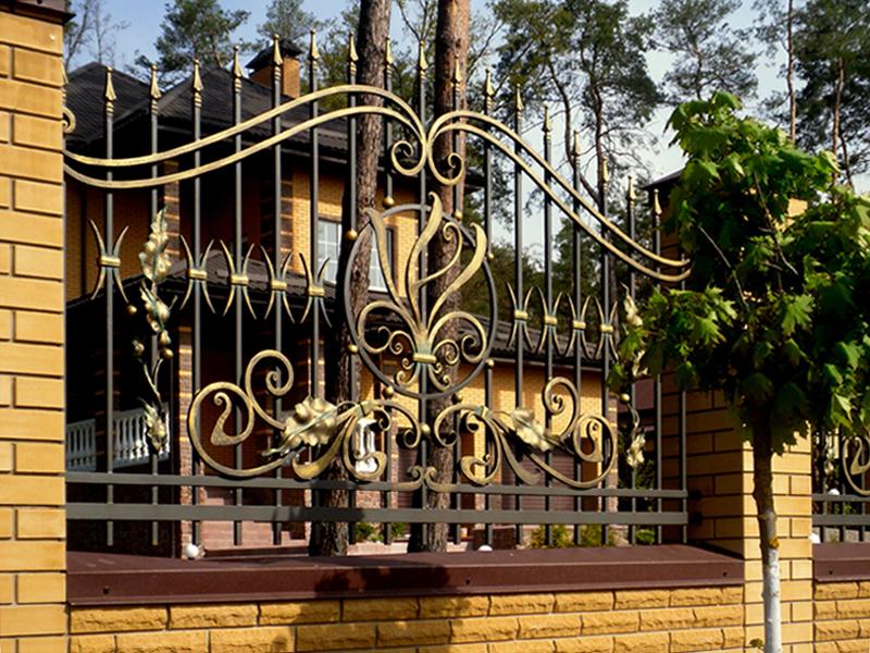 Заборы кованые в дизайне